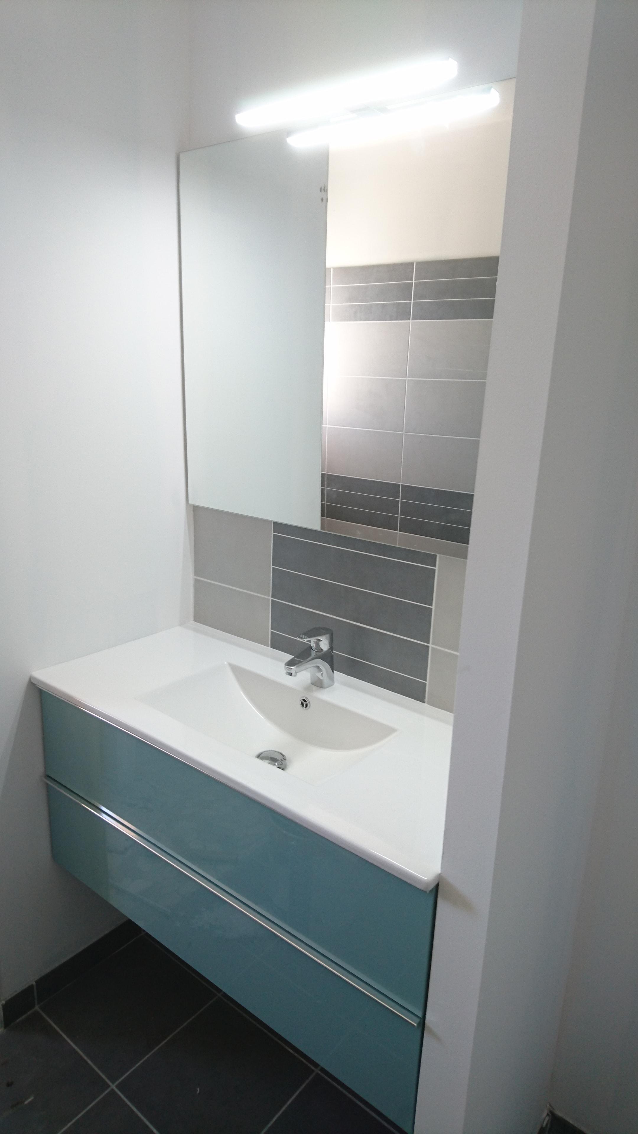 mobilier de salle de bain sur mesure dans les landes 40. Black Bedroom Furniture Sets. Home Design Ideas