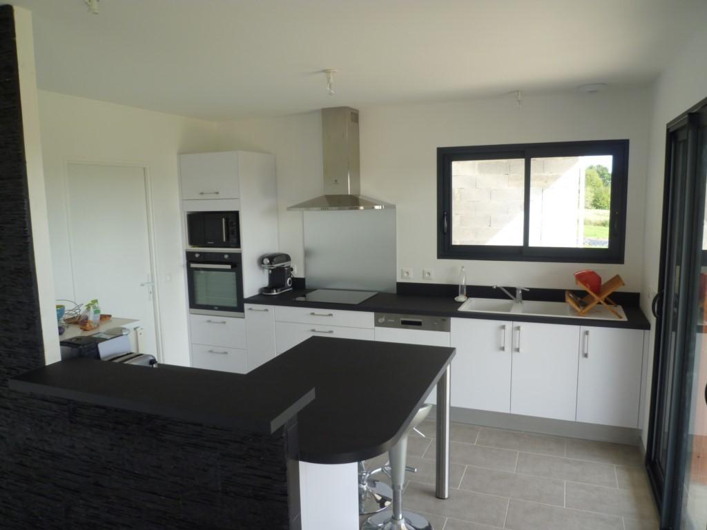 Cuisine equipee electromenager maison moderne for Vendeur de cuisine equipee