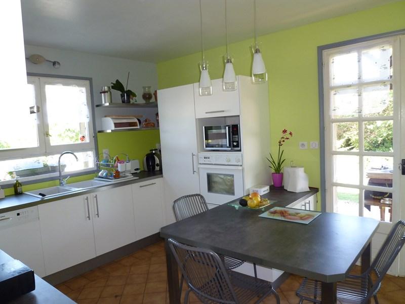 cuisine gris mat et plan de travail bois. Black Bedroom Furniture Sets. Home Design Ideas